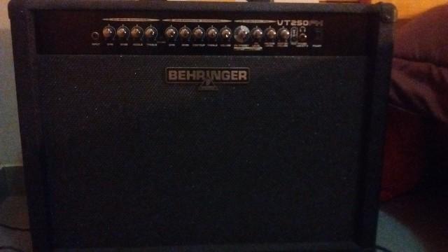 Behringer VT250FX