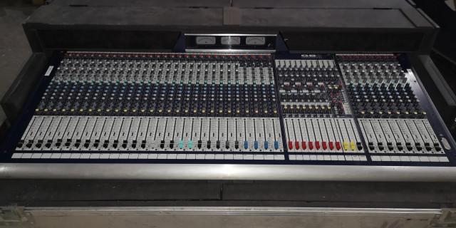 Soundcraft GB8 de 32 canales