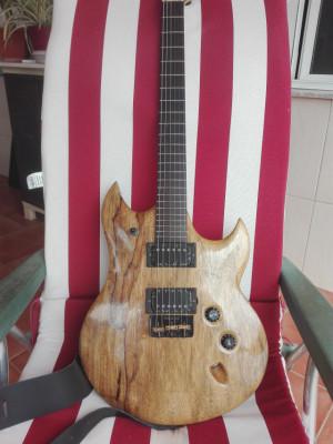 SLS Luthier Rhino, con pastillas Bare Knuckle