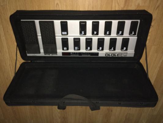 Behringer Pedalera de control MIDI FCB 1010 + Estuche SKB