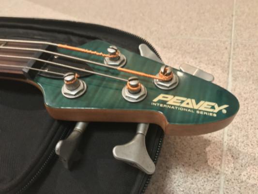 Peavey International Bass (RESERVADO)