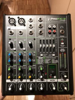 Mesa de mezclas Mackie ProFX4v2