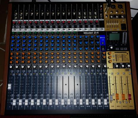 Mesa de mezclas - grabadora Tascam 24 ( nueva )