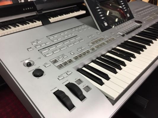Teclado Yamaha Tyros 3 +equipo de sonido