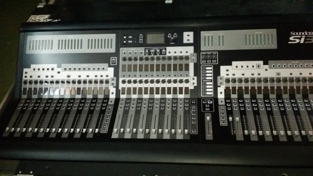 mesa Soundcraft  SY3 64 canales flight case