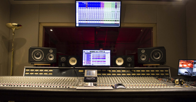 Consola analógica Soundcraft 3200 tope de gama de la marca.