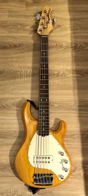 MusicMan Stingray 5 a la venta.