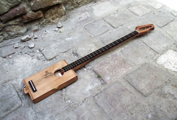 "Cigar Box Guitar ""Montecristo Wood"""