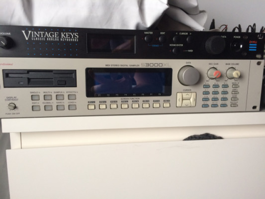 Akai S3000 Xl  Regalo CD SCSI Y ZIP SCSI
