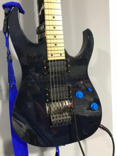 Cambio Ibanez RG550/520 con Dimarzios  y estuche. Por guitarra interesante