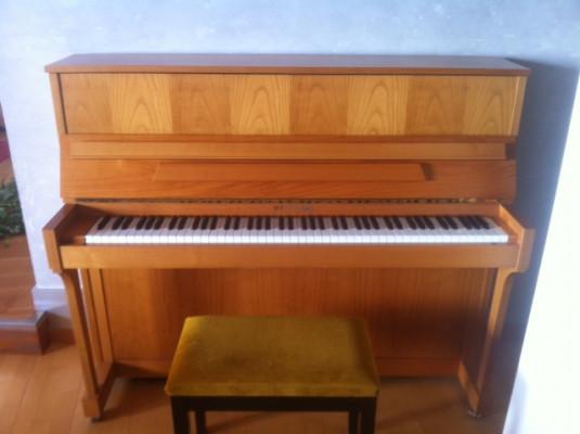 Piano vertical HOFFMANN