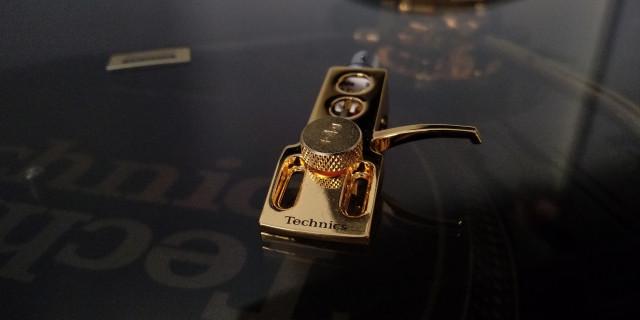 portacapsulas Technics original gold edición limitada oro