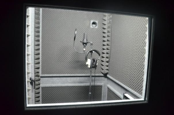 Cabina insonorizada Demvox DV130 con ruedas