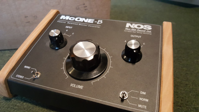 Controlador de monitores de alta calidad New Old Sound McONE-B