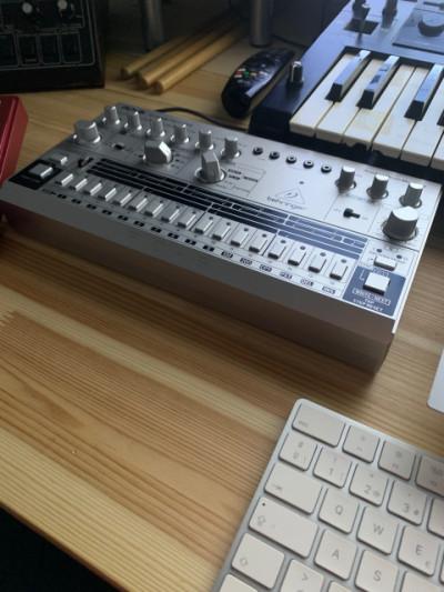 Caja de ritmos Behringer RD-6