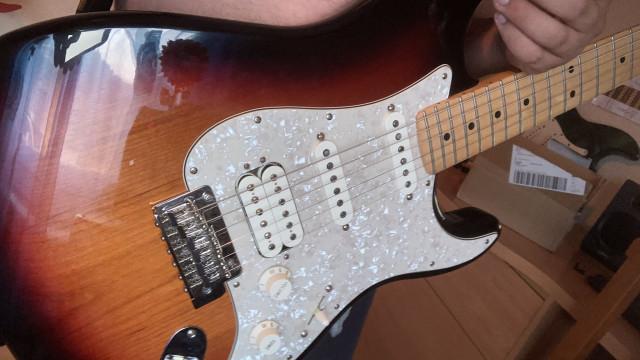 Fender stratocaster hss México 2019, con funda, envío incluido