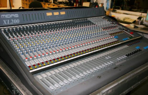 Midas XL200, XL250 o Soundcraft 8000