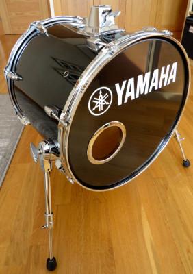 """Bombo Yamaha Manu Katche 16"""" y Funda Protection Racket"""
