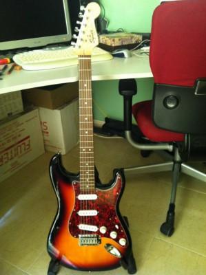 Guitarra Electrica Squier Fender SE Strat Vintage (Principiantes)