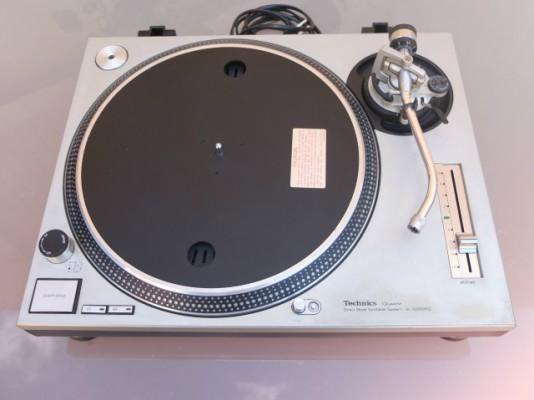 Technics SL 1200 MK2 con tapa