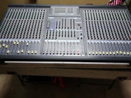 Mesa de mezclas YAMAHA GA32/12 con flick case + ALEXIS MIDIVERB 3