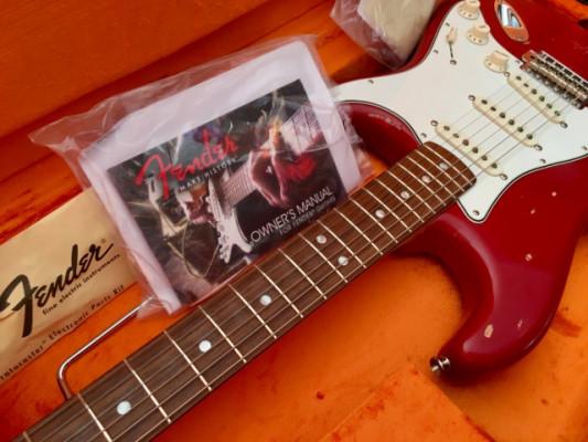 Fender Stratocaster AVRI 65 Dakota Red •CON ENVIO•
