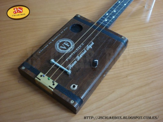 CIGAR BOX GUITAR 3 STRING FRETLESS