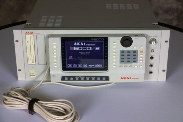 Akai S6000 con USB