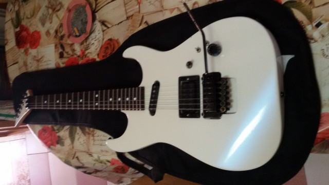 charvel 3dr reverse  made in japan del 88