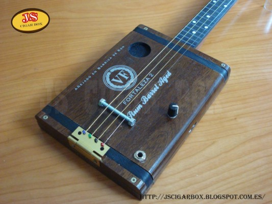 CIGAR BOX GUITAR 4 CUERDAS FRESTLESS
