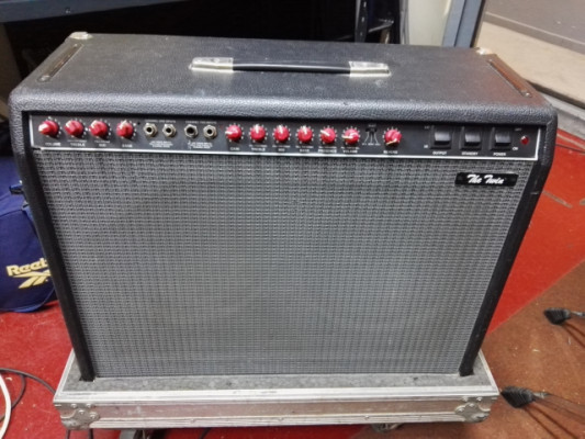 Vendo amplificador Fender the Twin Red Knobs con Flight Case