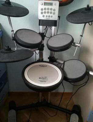 """Batería electrónica """"Roland HD-3, V-Drums""""."""