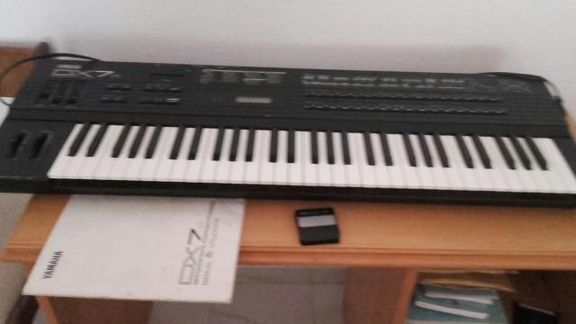 Vendo: Yamaha DX 7- S.