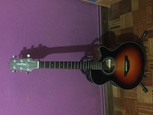 Guitarra electroacústica Takamine GF15