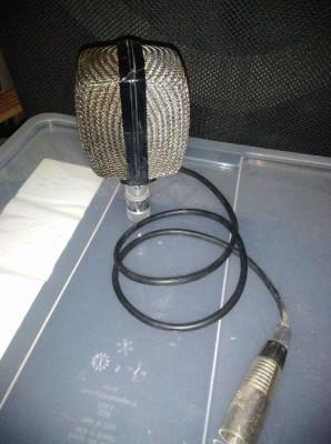 AKG D-12 (microfone dinâmico)
