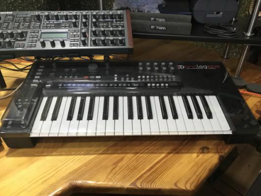 Elektron Analog Keys en garantía por Roland System-8