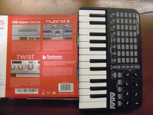 Akai APC 25 KEY controlador teclado launch pad