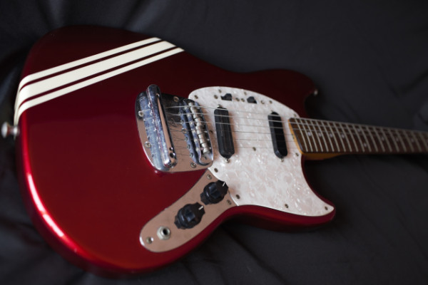 Guitarra Fender Mustang Competition Stripe