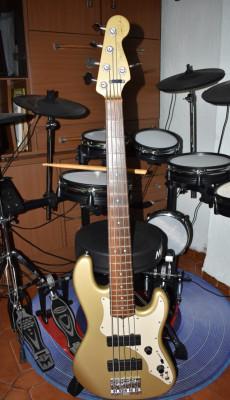 Bajo electrico Fender Roscoe Beck V