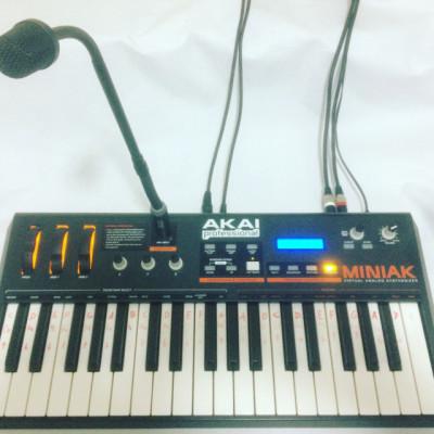 Vendo Akai Miniak sintetizador