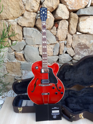 2016 Gibson ES 275, custom shop. Trans red. COA
