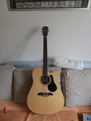 Guitarra electracústica Alvarez RD26 CE