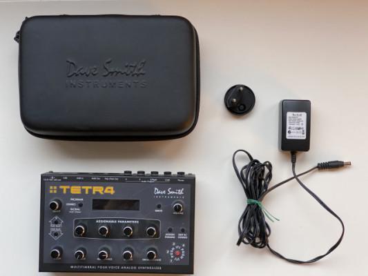 DSI Tetra - Dave Smith Tetr4 - Sintetizador polifónico de 4 voces