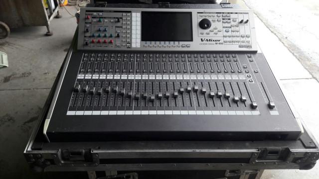 Mesa de sonido Roland M-400+Reac 1608