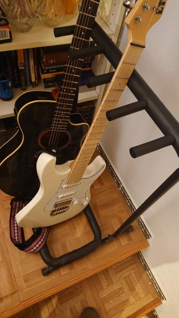 Soporte stand para cuatro guitarras