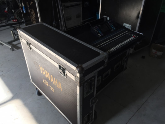 Mesa digital Yamaha LS9 -32 con flightcase