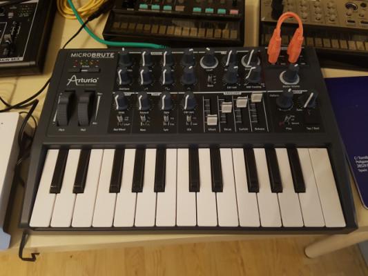 Arturia Microbrute sintetizador