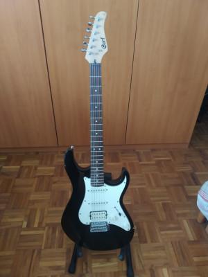 Guitarra Cort estilo Stratocaster