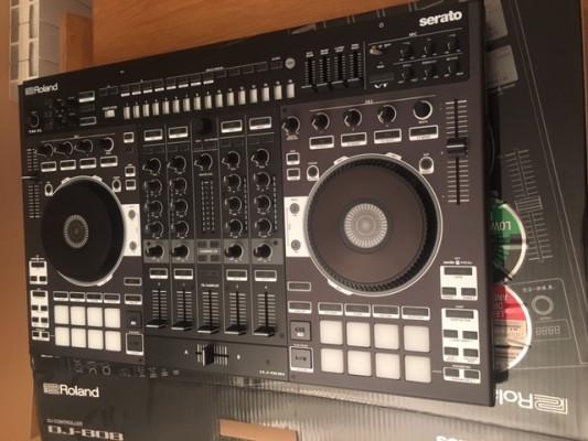 Controladora Roland DJ-808 y licencia Serato DJ Suite