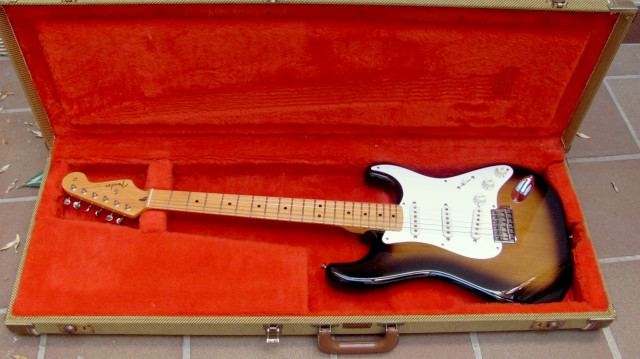 1983 Fender Stratocaster '57 Fullerton USA 100% original.